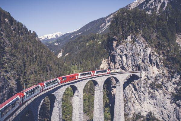 Atemberaubender Glacier- und Bernina-Express